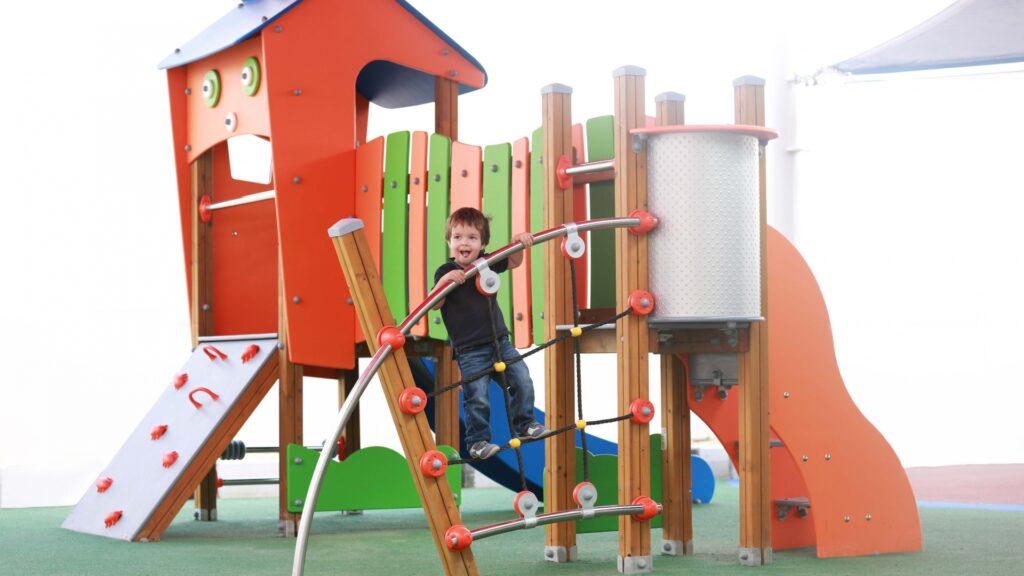 Siguranta spatiilor de joaca pentru copii
